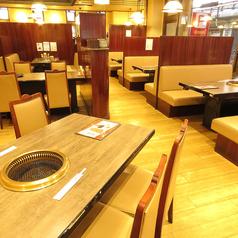 ビーフ飯店 伊丹店の雰囲気1
