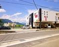 ◆駐車場完備◆お車でご来店頂いても大丈夫。50台駐車可能で店舗のすぐ隣。