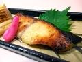 料理メニュー写真銀だら西京焼き、えび塩焼