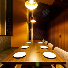 ゆったりとお寛ぎ頂ける広々とした個室空間。情緒溢れる空間で、当店自慢の創作バル料理を堪能ください。限定飲み放題付き宴会プランと組み合せてゆったり豪華なご宴会をお楽しみ下さい♪