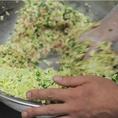 1つずつ大切に、愛情込めて手作りしています。出来立てをすぐ調理するので、野菜の甘味も閉じ込めています。