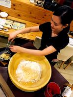 巨大グラナパダーノチーズのクリームパスタ