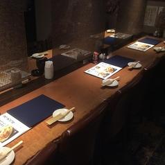 お仕事帰りにお立ち寄りやすいカウンター席は少人数様でお愉しみください。3時間飲み放題プランをご用意しておりますので、お好きなドリンクとお食事をゆったりとご賞味いただけます。(たまプラーザ・居酒屋・個室・焼き鳥・飲み放題・宴会)※店内写真はイメージ写真を使用しています。