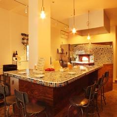こだわりのカウンター席も人気です☆お洒落な店内でご家族やお友達とお食事をお楽しみください!