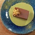 料理メニュー写真チョコテリーヌ 抹茶のソース