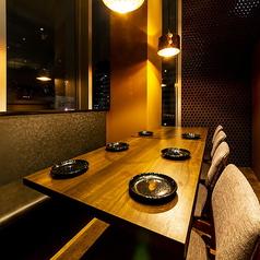 デートや記念日、接待、会食におすすめのプライベート空間。扉付き完全個室となっておりますので周りを気にすることなくご飲食をお愉しみ頂けます。