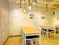 団体様や宴会、貸切まではいなくても何組かで来られるお客様の為にもしっかりと対応させて頂く為、居心地の良いお席をご用意しております。