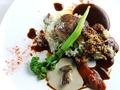 料理メニュー写真一番人気は【びらとり和牛とルスツもち豚のハンバーグ】