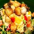 料理メニュー写真ゴロっと薫製ポークのせポテトサラダ