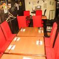 当店では3種類のお席をご用意しております。一人でしっぽりと飲みたい時はカウンター席、ちょい飲みの時は高い椅子のお席など、お客様のご利用シーンに合わせたお席へとご案内させていただきます♪