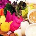 料理メニュー写真産地直送厳選野菜のバーニャカウダ 白味噌アンチョビソースとゴルゴンゾーラチーズソース