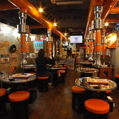 広い店内は開放感があり。本場韓国の食事をたっぷりお楽しみ下さい。