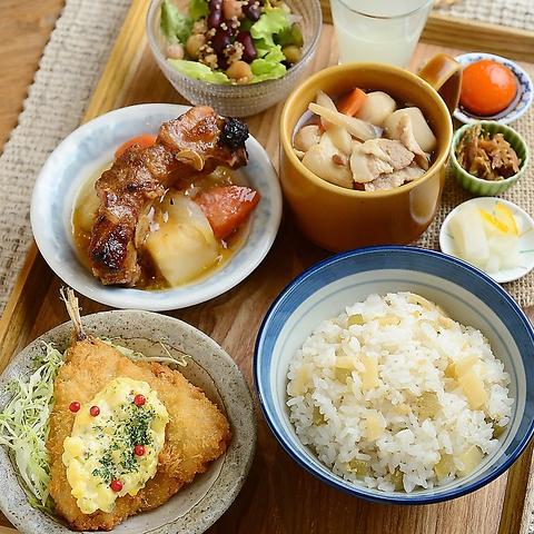 選べるカスタマイズ定食!!お米とミルクにこだわったカフェ♪