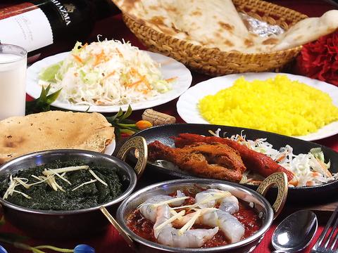 香辛料の効いたカレー♪沢山の種類を楽しめます★店内はインドの雰囲気で一杯です♪