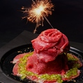 料理メニュー写真誕生日・記念日におすすめ♪肉ケーキ