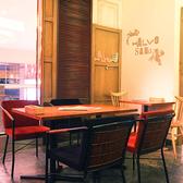 【テーブル】カジュアルなテーブル席。
