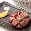 料理メニュー写真極厚!牛タン炙り焼き マンゴーカット