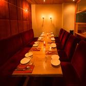 間接照明が程よい空間を演出する、ちょっと大人の合コンや各種パーティー等にも人気の半個室はお早めのご予約がお薦めです!最大14名様迄。