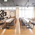 テーブルを繋げて人数に応じたレイアウトのお席もご用意可能です。