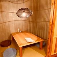 四方囲まれた2~4名様収容のお座敷タイプの個室