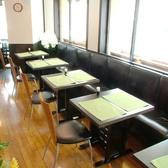フレキシブルにレイアウトできるテーブル席