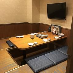 ファミリールーム店内2席設置、分煙しており禁煙席も設けております♪