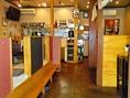 子ども連れの家族も気軽に入れるお店。店内は落ち着いた雰囲気で、ホッとするあたたかさ。