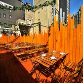 世界各国のクラフトビールを飲むことができます。新宿でナンバーワンの品揃えです♪開放感のあるスペースでビアガーデンを満喫♪大人気のハワイアンビアガーデンです☆200名様まで対応可能なので、パーティー貸切にはぴったり☆