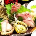 新鮮なお魚を使ったお刺身は、プリプリです♪その時の旬の魚をご提供致しますので、季節によって様々なお魚がお楽しみ頂けます!お刺身はお得な四点盛りや本日の鮮魚を時価でご提供する「本日の鮮魚」がございます☆ぜひ美味しいお酒とご一緒にお楽しみください!