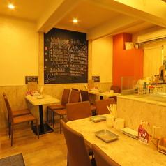 テーブル4名様×2席開放的なテーブル席もオススメ。飲み会・サク飲みにどうぞ!!
