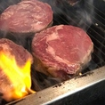 【ガーデンBBQパーティープラン】豪快☆肉厚な牛ロースステーキ(調理中)