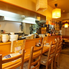 カウンター8席あります。職人の調理姿が間近で見ることのできる特等席♪お一人様から気軽にどうぞ。