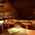 3階のちゃぶ台&座布団の屋根裏お座敷席の貸切は20名様から、最大で25名様まで可能です。ちょっと天井が低いですが、そこがなんだか落ち着くレトロな雰囲気の席です。