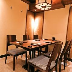 使い勝手のいい少人数個室も充実♪同僚や仲間との飲み会に、最適な空間をご提供します。少人数から大人数までのご宴会予約を承っておりますので是非各種宴会にご利用くださいませ!ゆったりのんびりできる個室テーブル席をご完備しておりますのでお気軽におこしくださいませ!様々なシーンでご利用ください!予約可能です☆