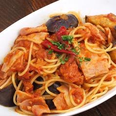 料理メニュー写真茄子とベーコンのアラビアータ