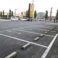 駐車場-広い駐車場があるので、ファミリーで車での来店もOK!遠方から足を運ぶお客も多数。来店しやすい立地。