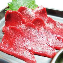 料理メニュー写真厳選馬肉のお刺身(薄霜)
