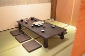 半個室風のお座敷は足を伸ばしてくつろげます。6人掛け×5卓のご用意です。