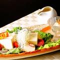 料理メニュー写真湯葉と白胡麻寄せ豆腐のサラダ