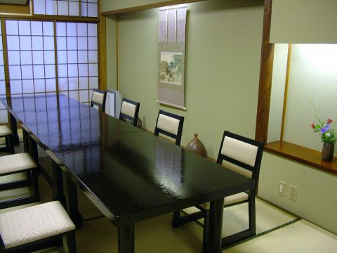 明治40年創業。四季折々の京の旬を生かしたお料理で、心からのおもてなし。