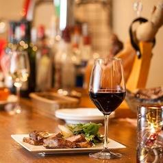 【カウンター7席】お料理やワインの相談もお気軽に!お料理を待つ時間も楽しめ、気軽にゆったり座れるカウンターはお一人様にも人気です。