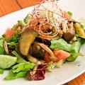 料理メニュー写真茄子と木の子のあったかサラダ