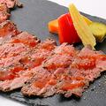 料理メニュー写真牛もも肉のローストビーフ