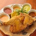 料理メニュー写真【ボリューム満点!】 5種類のソースで食べる 鶏半羽揚げ