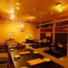 6名様用のお席は、足を伸ばしてまったりとくつろいでお食事をお楽しみいただけます。会社のご宴会や女子会、サークルの飲み会、ママ友会などさまざまなシーンにオススメです。飲み放題付コース3000円~など多数ご用意しております!