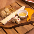 料理メニュー写真5種チーズ盛り合わせ