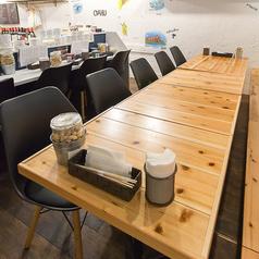 【テーブル席ございます】4名様テーブルが1卓と、2名様テーブルが3卓ございます。テーブルをくっつけて最大10名様でご利用頂くことも可能です♪