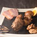 料理メニュー写真3種盛燻製プレート