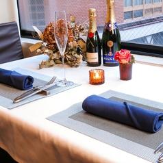 窓際の特等席をカップルシートに♪2人の距離が縮まり特別なディナーになること間違いなしです☆☆☆(特別なお席の為、混雑時はご用意できない場合がありますお店までご確認下さい)