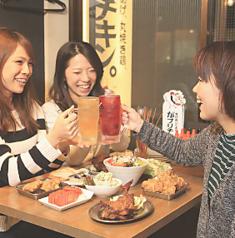 おしゃれな雰囲気のテーブル席でご宴会なんていかがですか?会社のお仲間やご友人とのお食事にもおすすめです。宴会、女子会、打ち上げ、合コン、デートにも最適です!お問い合わせ・ご予約はお早めに☆